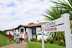 HENDAYE - Demi-pension en Village Vacances