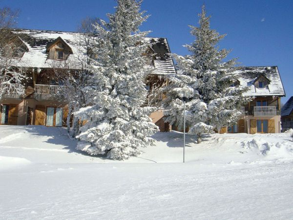 location ski pas cher super besse en auvergne. Black Bedroom Furniture Sets. Home Design Ideas